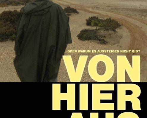 Plakat, wo man eine Person von hinten sieht, die in einer kargen Landschaft steht