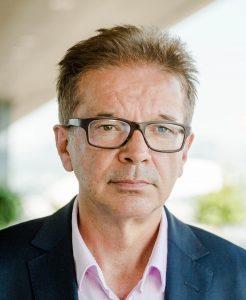Mann mittleren Alters mit Brille