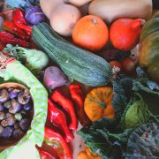 buntes Gemüse, Zuchini, Kürbis, Paprika und vieles mehr